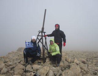 7.Στην κορυφή Qizil Qaya 3726μ 2η ανάβαση Πέτρος Τόλιας, Μαρία Ρουπακια και  Θανάσης Κολέτσιο
