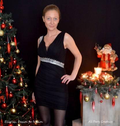 Zwart aansluitend jurkje