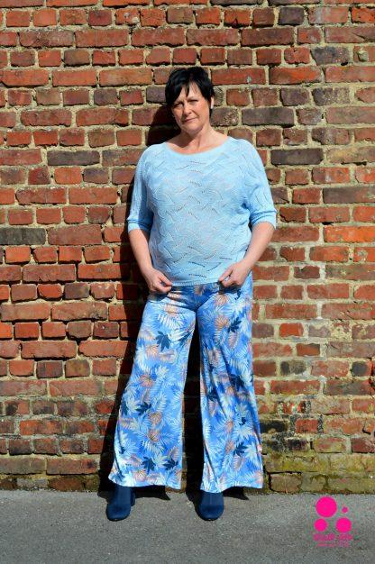 supercompfy wijde blauwe broek met bloemmotief