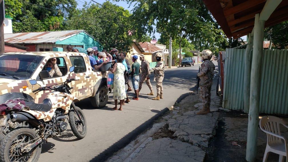 Patrulla motorizada del CESFRONT persigue y detiene grupo de haitianos en Dajabón.