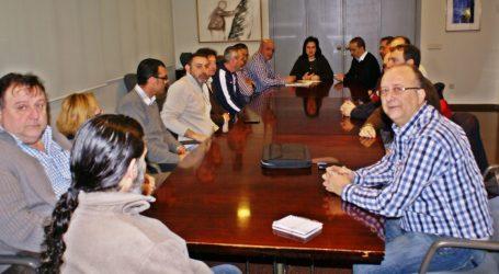 La alcaldesa de Quart de Poblet se reúne con el comité de empresa y exige la retirada del ERE que afectará a un tercio de los trabajadores de la planta de Coca Cola en el municipio