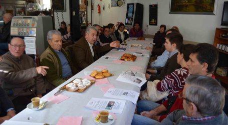 El alcalde de Moncada desayuna con sus vecinos para escuchar propuestas