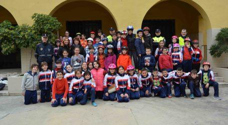 Los alumnos de Aldaia reciben clases de la Policía Local sobre seguridad vial