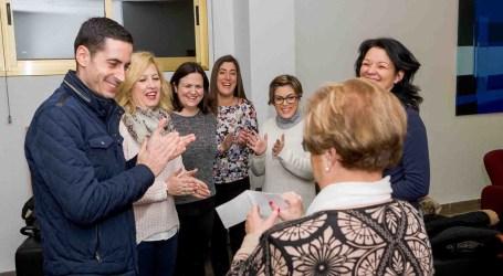 Las falleras mayores de Mislata entregan 1.400€ a la lucha contra el cáncer
