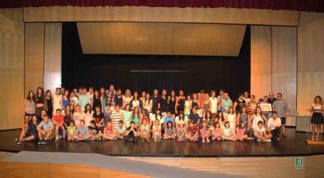 L'Escola de Teatre Joan Alabau d'Alaquàs celebra l'acte de graduació