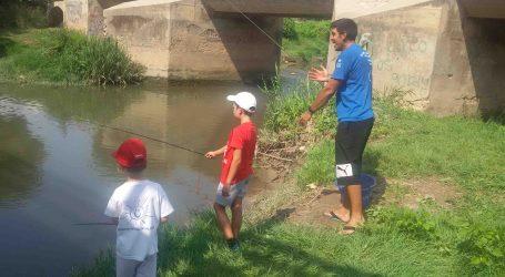 El Club de Pescadores Deportivos de Alaquàs celebró una jornada de iniciación a la pesca en Quart