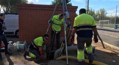 Alfafar limpia el aljibe del campo de fútbol municipal