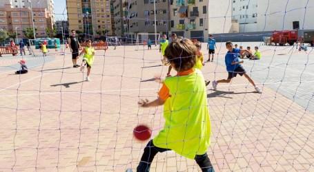 """Mislata culmina su programa """"Balonmano en la calle"""" con una alta participación"""