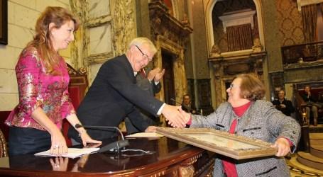 La Dra. Carmen Leal distinguida con el premio 'Certamen Médico' en reconocimiento a toda su trayectoria profesional