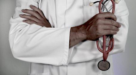 L'Ajuntament de Manises s'unix a la concentració per la retirada del servei de pediatria de Xiprerets