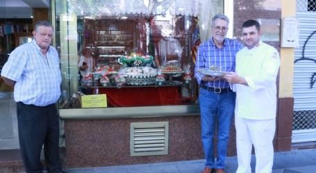 Ramón Marí felicita a la Pastelería Galán por el doblete en el concurso de Sant Donís