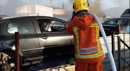 Incendio en el desguace de vehículos de Massamagrell