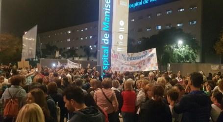 Més de mil persones es mobilitzen a Manises contra la retirada del servei de pediatria al centre de salut Xiprerets