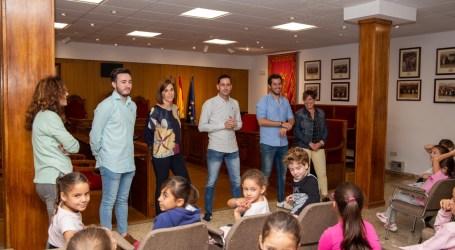 Escolares del Amadeo Tortajada examinan al Ayuntamiento de Mislata