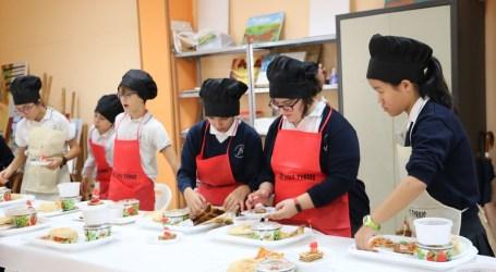 Escolares de Quart de Poblet se convierten en profesionales de la cocina durante dos días