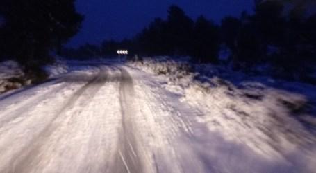 Más de una decena de vías cortadas por la nieve en interior de la Comunitat