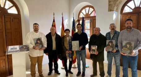 Paterna dona libros autobiográficos de la artista Milagro Ferrer a colegios, institutos y bibliotecas