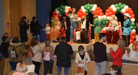 La tradicional cabalgata de Reyes pone el broche final a la programación navideña en Benetússer