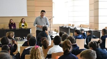 Estudiantes de Alfafar presentan a l'Ajuntament sus propuestas para un municipio más limpio