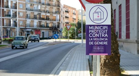 Paiporta instal·la les plaques que l´acrediten com a municipi protegit contra la violència masclista