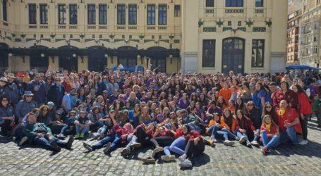 Casi 400 falleros y falleras de Albal asisten a la primera mascletà de Valencia