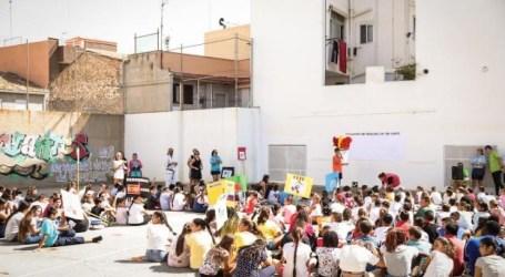 Paterna entrega 1.200 vales de compra a los niños y niñas con becas de comedor municipales
