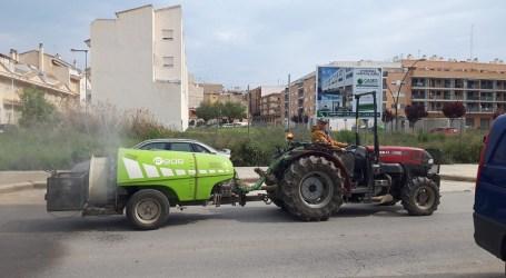 Cuatro tractores de la Cooperativa Agrícola de Paterna colaboran con el Ayuntamiento en las labores de limpieza y desinfección de la ciudad