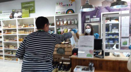El Ayuntamiento de Paterna ha repartido hoy 1.000 mascarillas entre todos los comercios abiertos