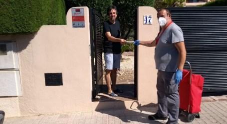 Comienza en Paterna el segundo reparto de mascarillas puerta a puerta para sus vecinos