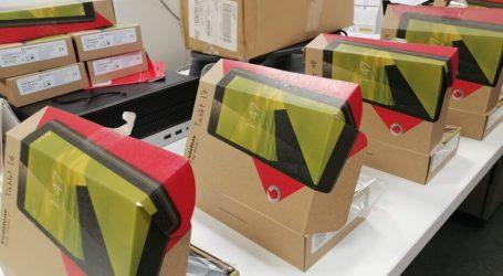 Quart de Poblet reparte tablets y portátiles a las familias para cubrir las necesidades básicas de apoyo a la escolarización