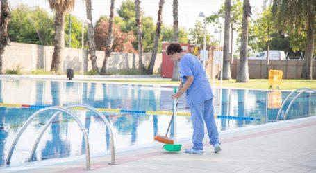 L'Ajuntament de Picassent realitza diàriament treballs de neteja i manteniment a la piscina del Poliesportiu