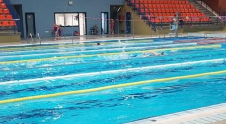 Los deportistas del Club de Natación de Xirivella, indignados con el Ayuntamiento, explica el PP