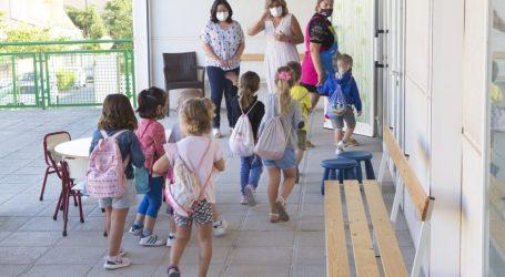 Els escolars de Godella tornen a les aules amb els nous protocols de seguretat