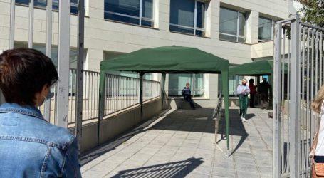 L'Ajuntament d'Alboraia instal·la carpes en l'exterior del Centre de Salut Els Furs