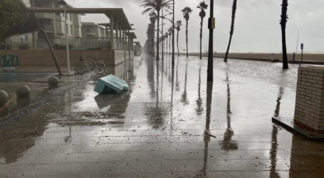 Las intensas lluvias dejan una imagen irreconocible del paseo de La Patacona