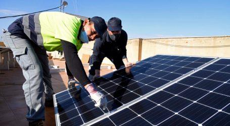L'ajuntament de Paiporta instal·la 30 panells solars al terrat de la casa consistorial