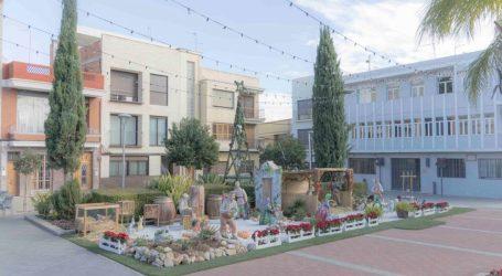 Picassent instal·la el seu monumental Betlem a la plaça de l'Ajuntament