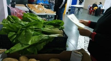 El voluntariado de Alaquàs reparte ingredientes para cocinar potaje y guisado de pollo a 35 familias
