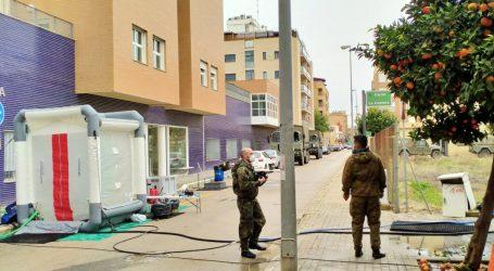 Una unidad del ejército de tierra desinfecta la Residencia de Massanassa