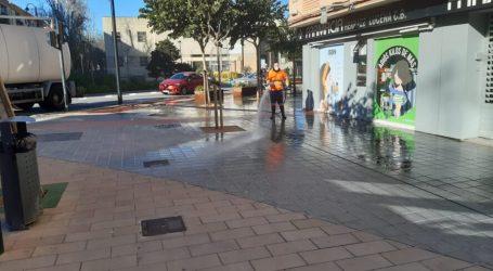 Quart de Poblet incrementa las labores de baldeo en todo el municipio