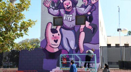 Un mural en homenatge a Kathrine Switzer, la primera dona maratoniana, obri el circuit d'art urbà PaiportART