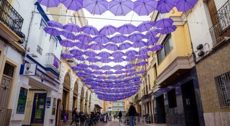 Mislata colorea sus calles de violeta por la igualdad
