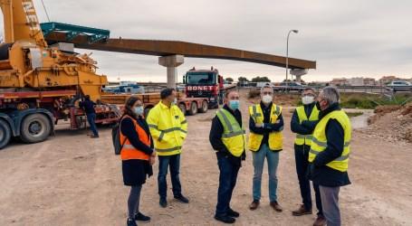 Obras Públicas coloca los cajones para la pasarela ciclopeatonal sobre la V-30 que unirá València con l'Horta Sud