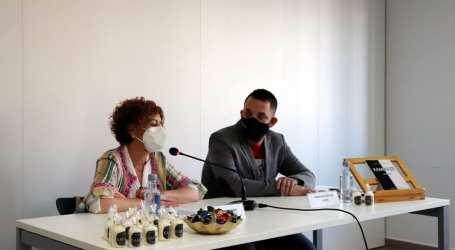 Rafelbunyol presenta 'Kamikaze de versos', obra del poeta local Francisco José Lozano