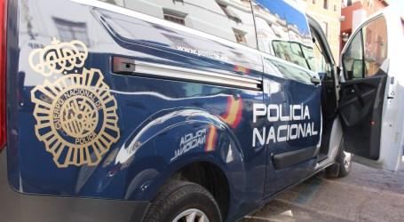 Un Policía Nacional evita que un joven de Paterna salte por la ventana del salón de su domicilio