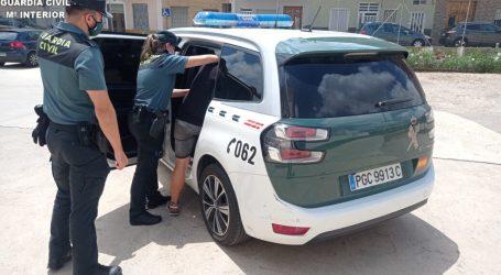 La Guardia Civil detiene a 2 personas y otra es investigada por delitos de robo con violencia e intimidación a un vecino de Silla