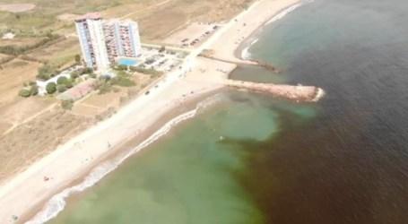 Vídeo: la mancha marrón que ha obligado a cerrar más de 8km de costa