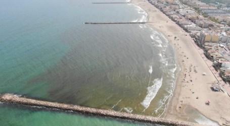 Las playas de Puçol, El Puig y La Pobla de Farnals continúan cerradas a la espera de los resultados de las analíticas