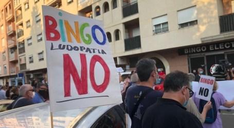 AMPAS de Burjassot se manifiestan por el cierre del Bingo junto a los colegios