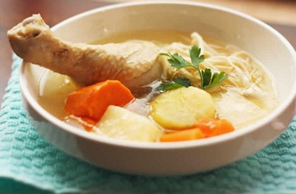 Beneficios curativos del caldo de pollo  El Metropolitano